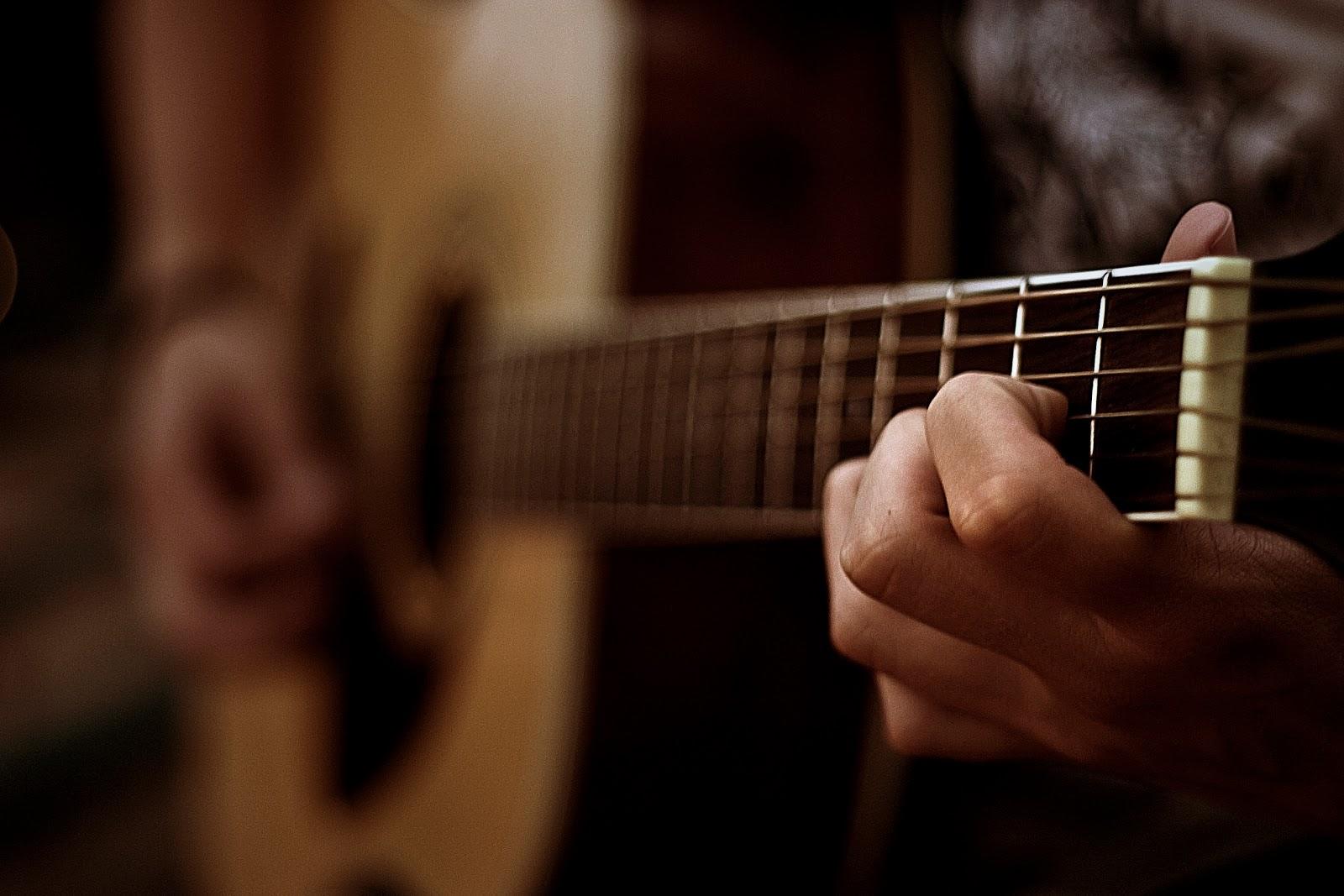 kaip ismokti groti gitara