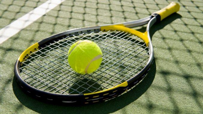 Lauko teniso raketė